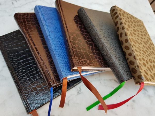 Edición única de 6 libretas cosidas a mano y encuadernadas con piel.