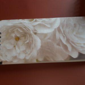 Libreta encuadernada a mano modelo rosas blancas