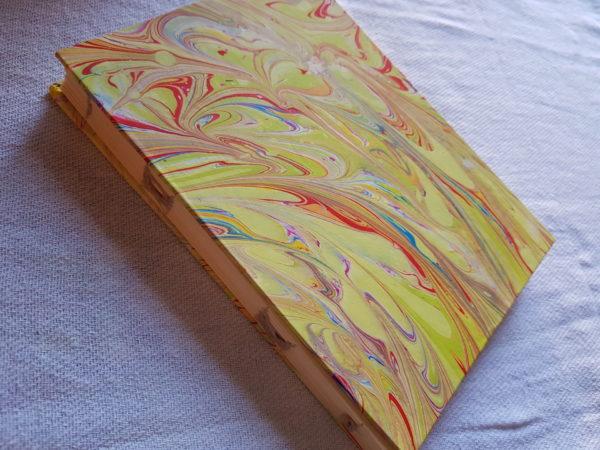 Libreta pintada y cosida a mano
