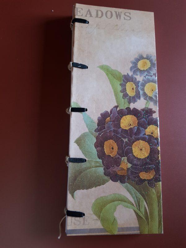 Libreta cosida y encuadernada a mano, papel hortensia