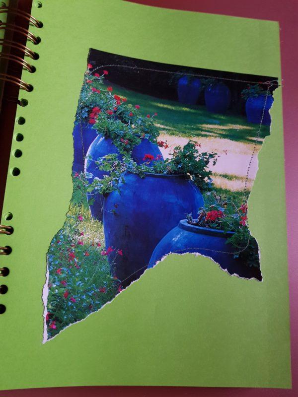 Detalle del interior de la libreta hecha a mano, con paginas interiores personalizadas de papel de colores sedosos