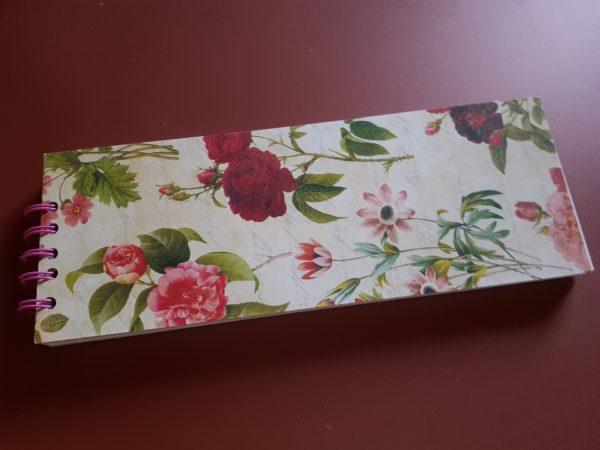 Libreta hecha a mano, papel de camelias y anillas de color rosa