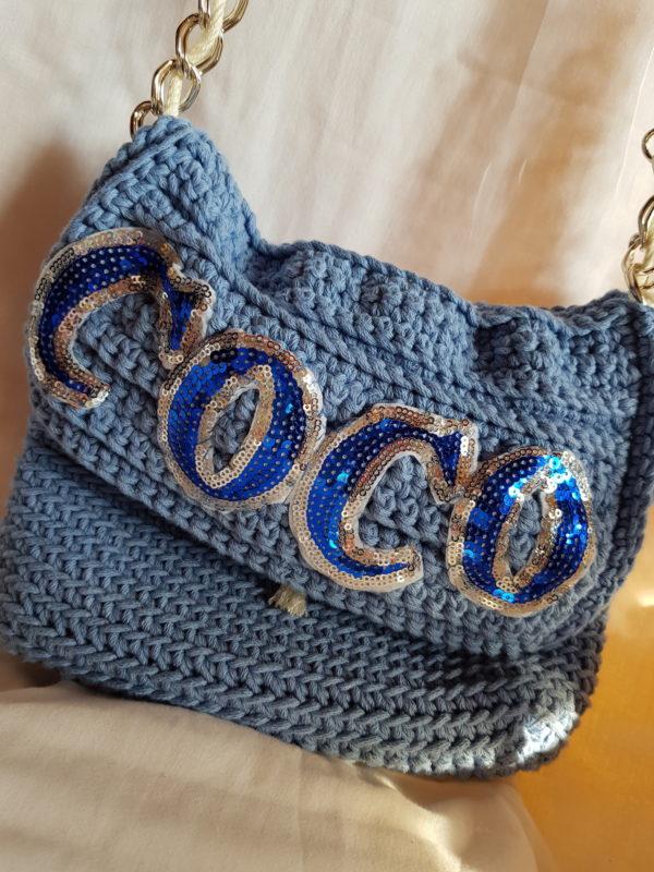Bolso hecho a mano con hilo de algodón con detalle de paillette.,
