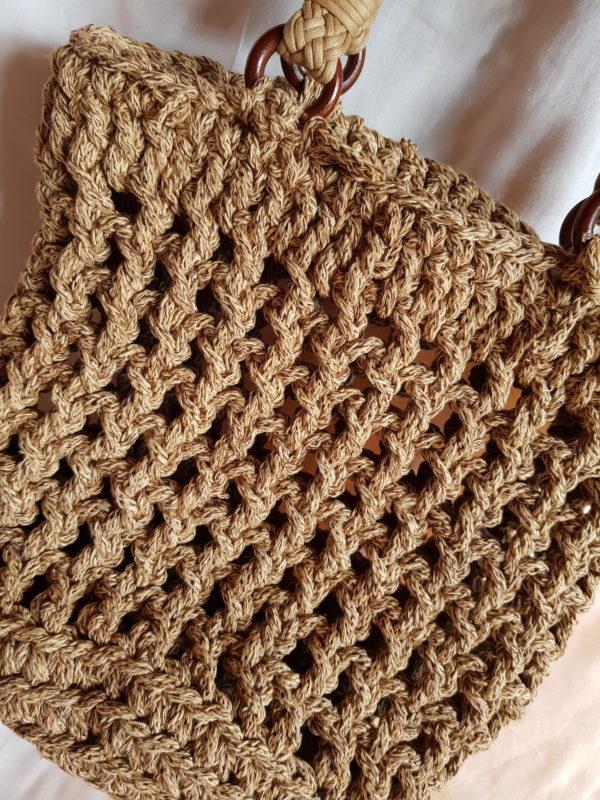 Detalle de Bolso hecho a mano con cuerda de color tostado