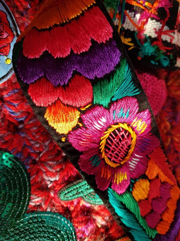 Detalle de la asa de la bolsa Frida hecha a mano en Guadalajara (Mexico)