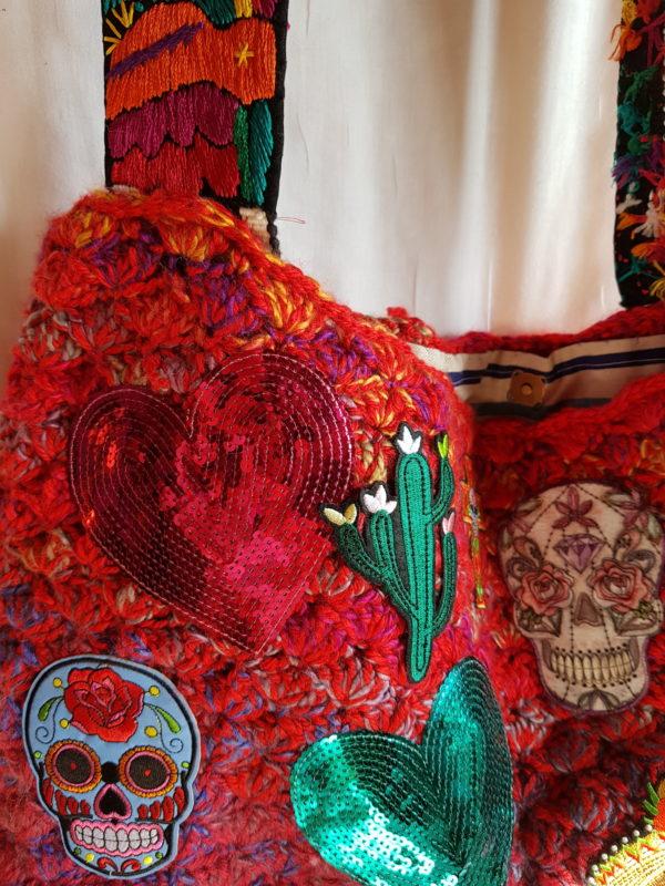Bolsa tipo capazo con mezcla de lana, asa hecha a mano en Mexico, y complementos Mejicanos, forrada con tela de trapillo