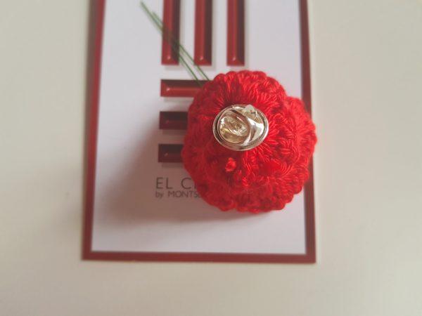 Flor rosa pin Detalle parte trasera