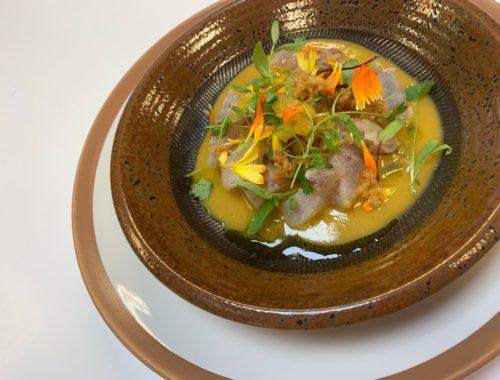 Curry ligero de Corvina, gambas y piña, receta por Montse Estruch