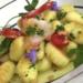Gnocchi, gambas y frambuesas, violetas y verdes, receta por Montse Estruch